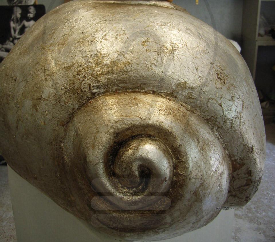 Realizzazione di scultura in argilla e foglia argento