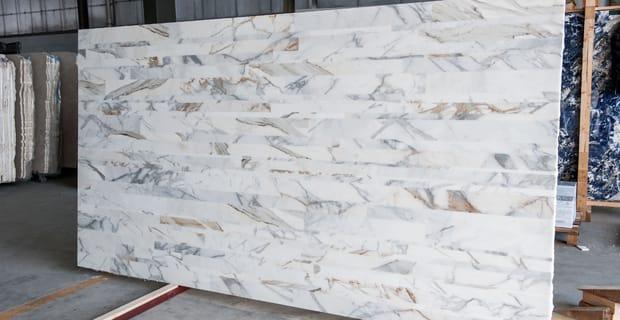 Stonetica realizzato con scarti lavorazione del marmo e resina
