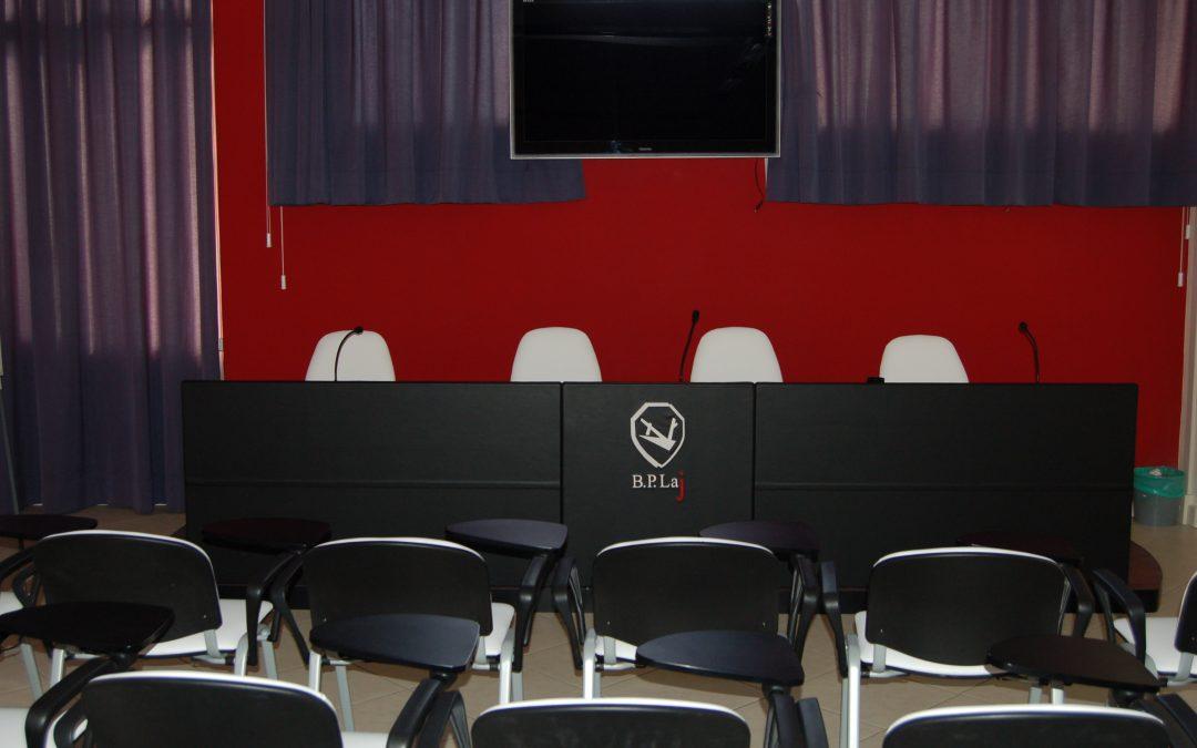 Banca di Lajatico sala conferenze interior design fornitura di arredamento